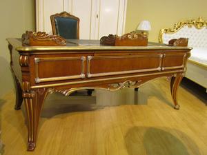 Кабинетный стол из Италии